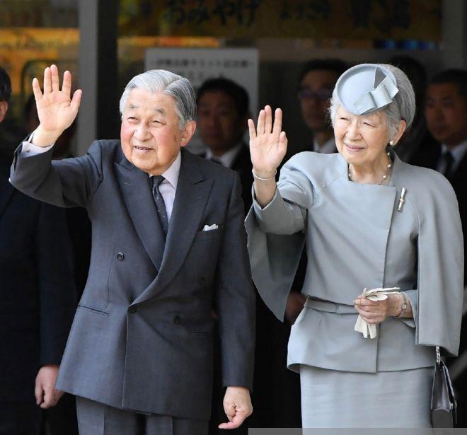 El emperador Akihito y su mujer Michiko