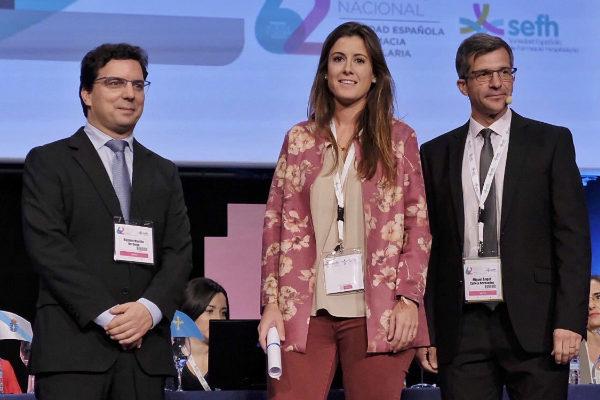 Los autores del manual durante la presentación ante la sociedad farmacéutica.