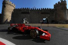 Leclerc domina las calles de Bakú... con las alcantarillas ya bajo control