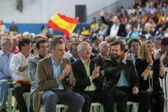 Javier Ortega Smith, Ortega Lara e Iván Espinosa de los Monteros, en el mitin de Málaga.