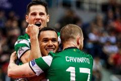 Los jugadores del Sporting celebran la victoria ante el Inter