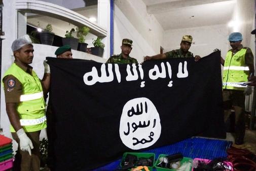 La Policía de Sri Lanka en el lugar donde se grabó el vídeo de los atentados.