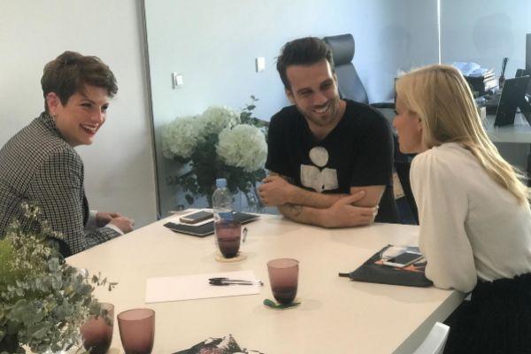 Neus Deltell, responsable de Harmony Talent, entrevistando a posibles candidatos en un proceso de selección.