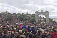 La romería de la Virgen de la Cabeza multiplica el voto por correo y reúne a casi cien mil peregrinos