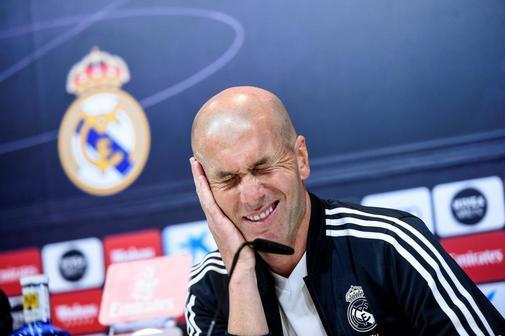 GRAF8731. MADRID.- El entrenador francés del Real Madrid Zinedine <HIT>Zidane</HIT> durante la rueda de prensa tras el entrenamiento de este sábado en la Ciudad Deportiva de Valdebebas, en la previa del partido que disputará el Real Madrid frente al Rayo Vallecano.