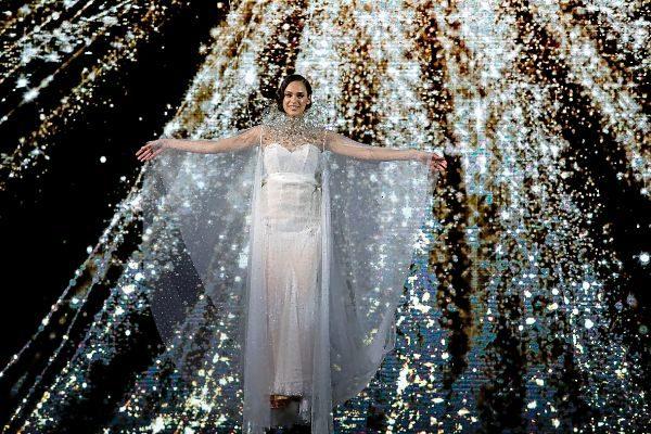 Momento final de la presentación de Pronovias, que clausuró anoche los desfiles de la Valmont Barcelona Bridal Fashion Week.