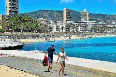 Trece pueblos de Mallorca tienen más plazas turísticas que habitantes