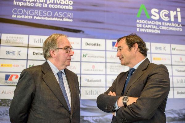 José María Zalbidegoitia (Talde), conversa con el presidente de Ascri, Miguel Zurita.