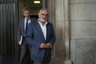 El ex director gerente de la Faffe, Fernando Villén, sale del juzgado tras su última declaración en octubre del año pasado.