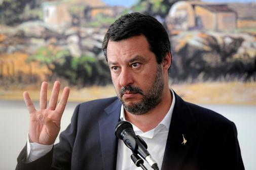 Matteo Salvini gesticula durante una conferencia de prensa en Corleone, Sicilia.