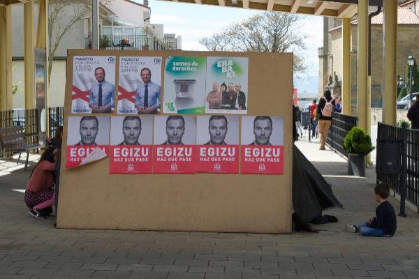 Carteles electorales durante la jornada de reflexión.