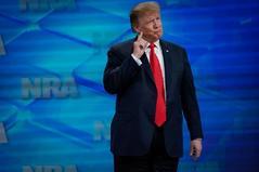 El presidente de la Asociación Nacional del Rifle dimite