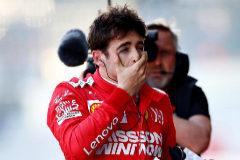 """Bottas vuela en Bakú y Leclerc estrella su Ferrari: """"Soy estúpido, lo eché todo a perder"""""""