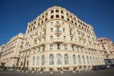 Fachada del Eurostars Hotel Excelsior, un icono de la ciudad napolitana.