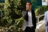 Cuixart, a su salida de la Audiencia Nacional, en octubre de 2017, saludando a sus simpatizantes.