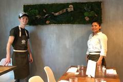 Robert y Christy en Quina, su restaurante.