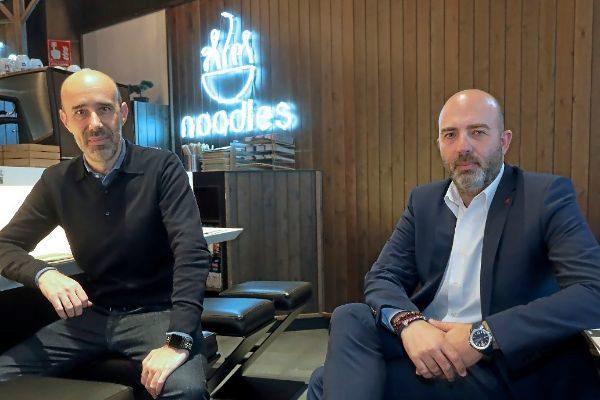 Jordi Pascual (izquierda) y Jordi Quílez, en uno de los locales de la cadena en Barcelona.