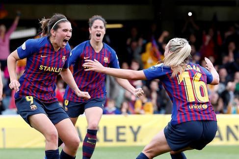 GRAF9596. <HIT>BARCELONA</HIT>.- Las jugadoras del FC <HIT>Barcelona</HIT>, Mariona Caldentey, Toni Duggan (d) y Marta Torrejón (c), celebran el gol marcado al Bayern Munich de penalti por Caldentey durante el partido de vuelta de las semifinales de Liga de Campeones que ambos equipos disputan este domingo en el Mini Estadi de <HIT>Barcelona</HIT>.