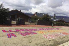 Pintadas contra el juez del Tribunal Supremo Pablo Llarena frente a su casa en la localidad gerundense de Das.