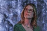 Gloria (Moore) es una mujer divorciada y madre de dos adultos que decide abrazar la vida