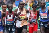 Kipchoge demuestra a Mo Farah en Londres cómo se corre un maratón