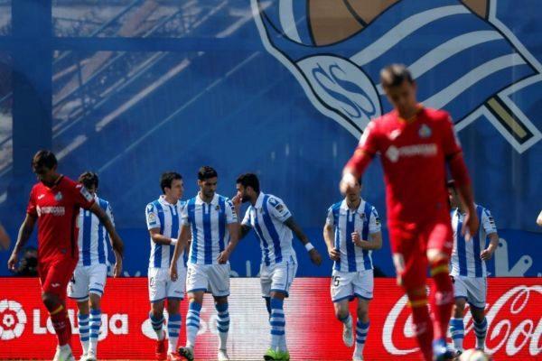 GRAF9764. SAN SEBASTIÁN.- Los jugadores de la Real Sociedad celebran...