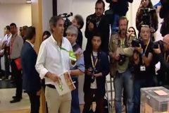 Enfrentamiento entre la prensa y un apoderado de VOX antes de Sánchez