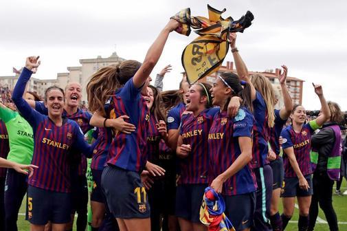 GRAF9722 <HIT>BARCELONA</HIT>.- Las jugadoras del FC <HIT>Barcelona</HIT> celebran la clasificación para la final de la Liga de Campeones, la primera de un equipo español, tras su victoria ante el Bayern Munich en el partido de vuelta de las semifinales de Liga de Campeones que ambos equipos han disputado este domingo en el Mini Estadi de <HIT>Barcelona</HIT>, .