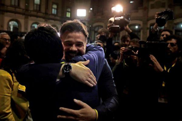 Gabriel Rufián celebra la victoria de ERC en Cataluña.