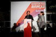 GRAF163. BARCELONA, 28/04/2019.- El candidato de En Comú Podem Jaume <HIT>Asens</HIT> (i), acompañado de la alcaldesa de Barcelona Ada Colau, valoran la noche electoral desde su sede en Barcelona.