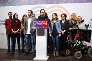 Pablo Iglesias, ayer en el Teatro Goya, junto a miembros de su cúpula antes de valorar los resultados.