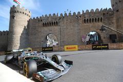 Bottas no tiembla en Bakú y Mercedes completa otro apabullante doblete