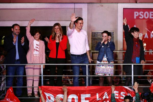 Los líderes del PSOE durante la celebración de los resultados electorales en Ferraz.