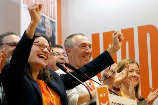 Mónica Oltra, en el momento en que le dicen que Compromís suma un escaño más.