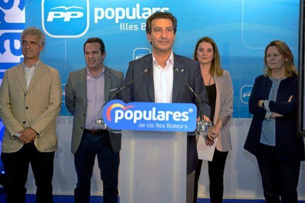 El presidente del PP, Gabriel Company, en su comparecencia.