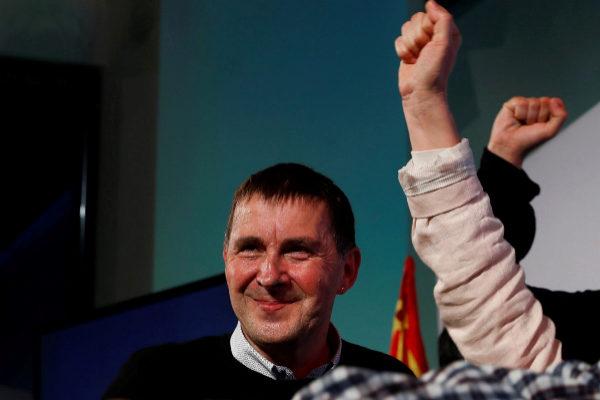 Arnaldo Otegi sonríe en la noche electoral durante la celebración de los resultados logrados por EH Bildu.