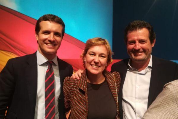 Císcar (d) junto a la candidata del PP por Xàbia, Rosa Cardona y  Pablo Casado