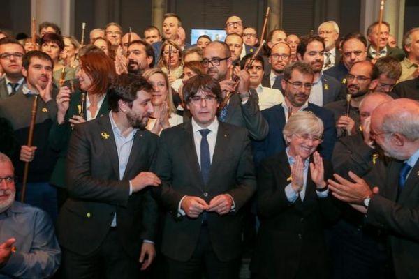 Puigdemont, junto a Comín y Ponsatí en un acto con alcaldes soberanistas