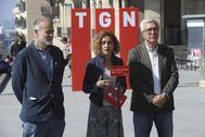 De izquierda a derecha, el candidato socialista por Tarragona Joan Ruiz, con Meritxell Batet y Josep Felix Ballesteros, durante un acto en la reciente campaña electoral a las generales.
