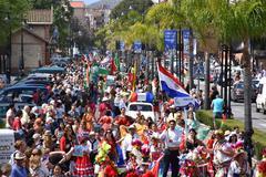 Treinta y tres países muestran en Fuengirola sus encantos en la Feria Internacional de los Pueblos