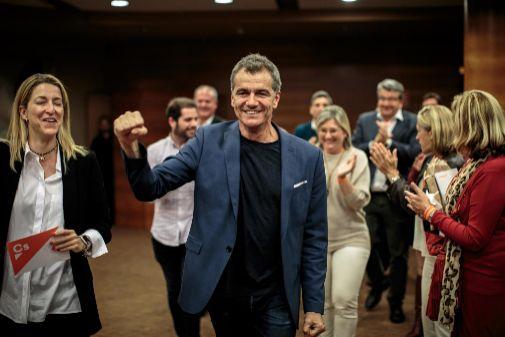 Toni Cantó celebra los resultados obtenidos por Ciudadanos.