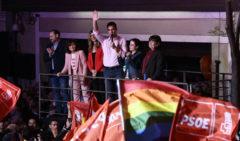 """Los militantes del PSOE a Sánchez: """"¡Con Rivera no!"""""""