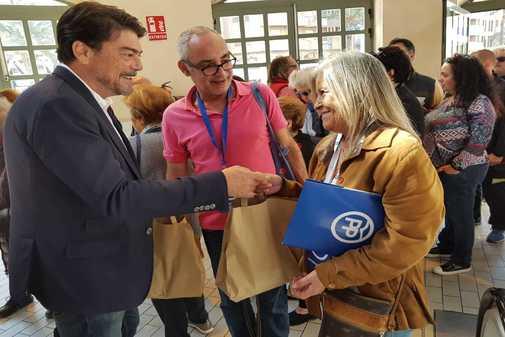 El alcalde de Alicante y candidato del PP en las próximas municipales, Luis Barcala, este domingo.