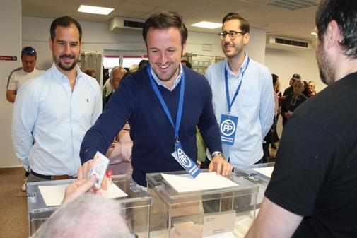 Pablo Ruz votando el domingo en Elche.
