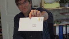 """Puigdemont promociona los """"sellos de la República"""""""