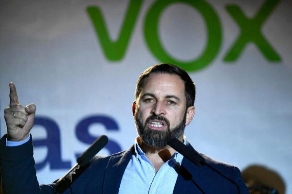 Santiago Abascal durante la noche electoral.