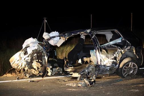 Tres personas han fallecido esta noche en la provincia de Salamanca en un accidente de tráfico entre dos vehículos que han colisionado frontalmente en la carretera local 517, que une la capital salmantina con Vitigudino