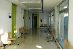 Uno de los pasillos del consultorio auxiliar de Parque Alcosa en Alfafar.