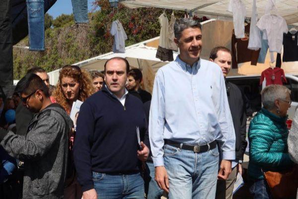 Xavier García Albiol, durante una visita a un mercado de Badalona