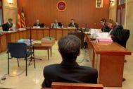 Matas, sentado en el banquillo de los acusados de la Audiencia Provincial durante uno de sus juicios.